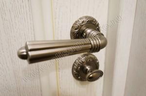 Ручка у межкомнатной двери